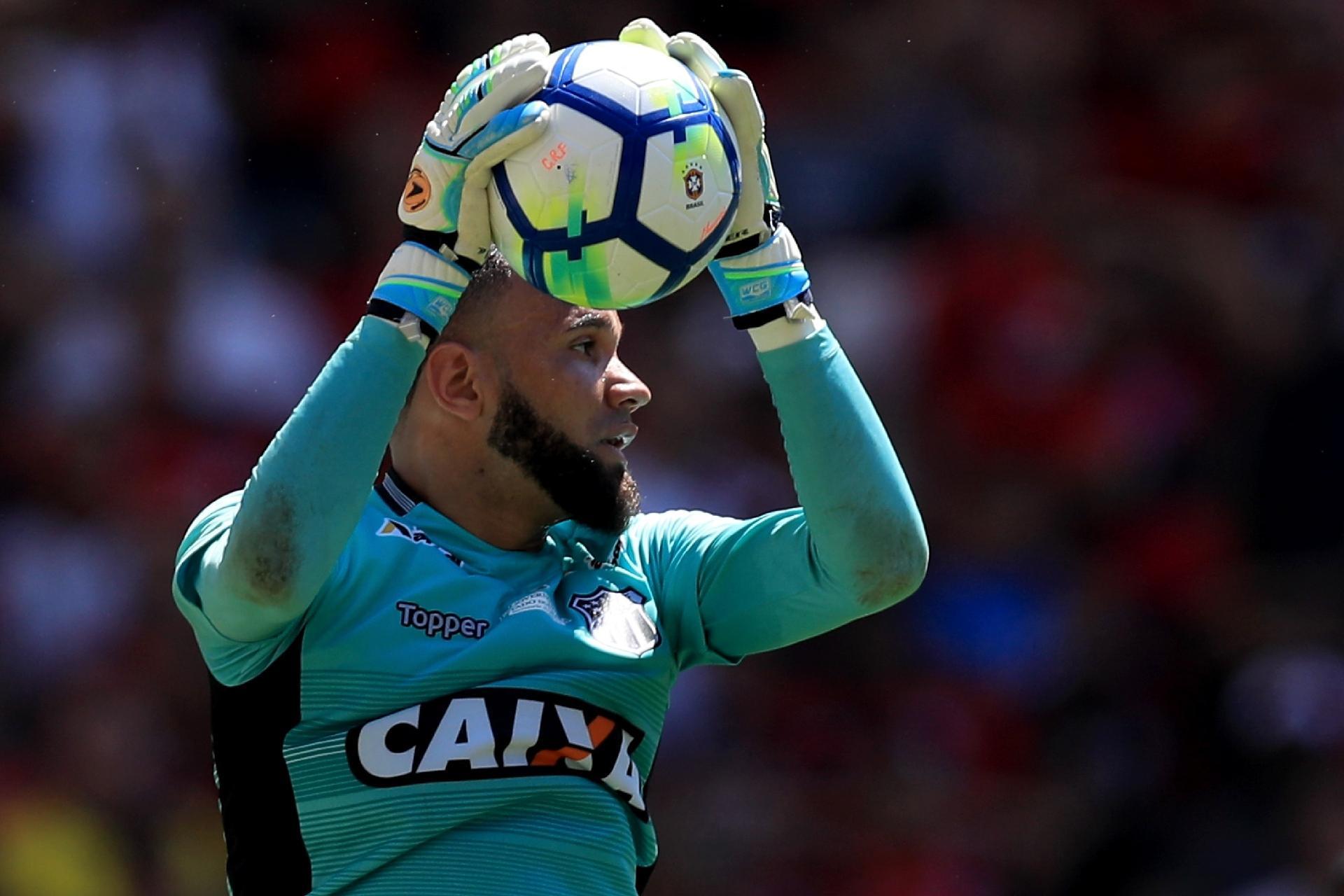 bec7a3ad94 Mercado da bola  Santos anuncia Éverson e Cruzeiro admite interesse em Keno  - 24 01 2019 - UOL Esporte