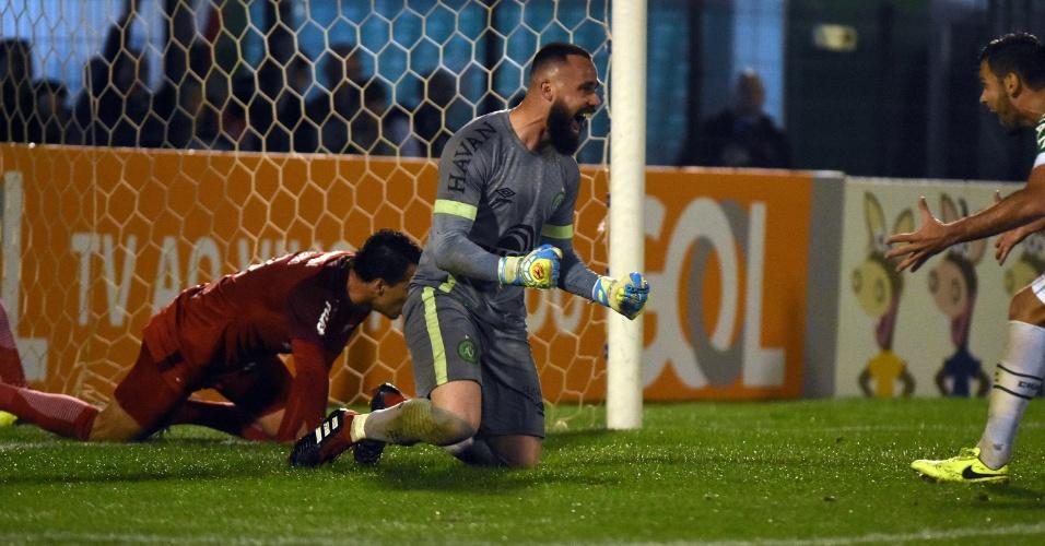 Jandrei, goleiro da Chapecoense, durante partida contra o Inter