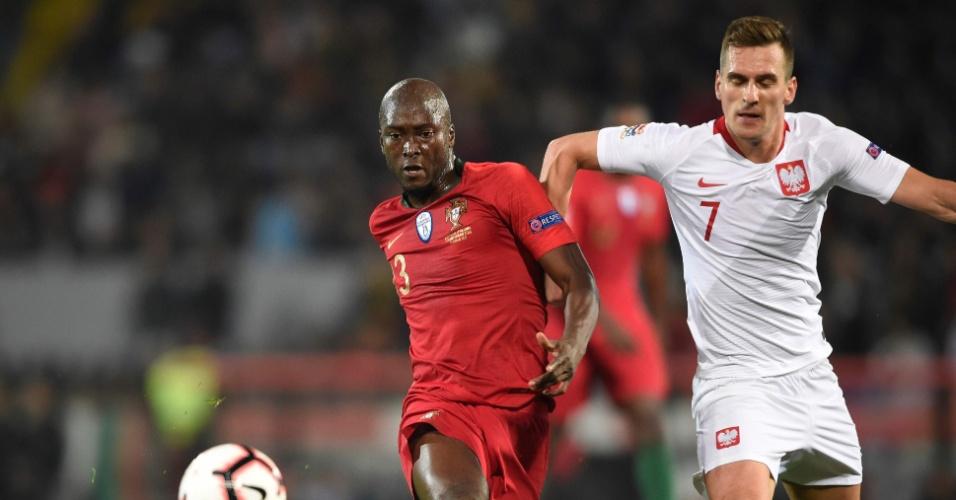 Danilo Pereira e Milik disputam bola durante Portugal x Polônia