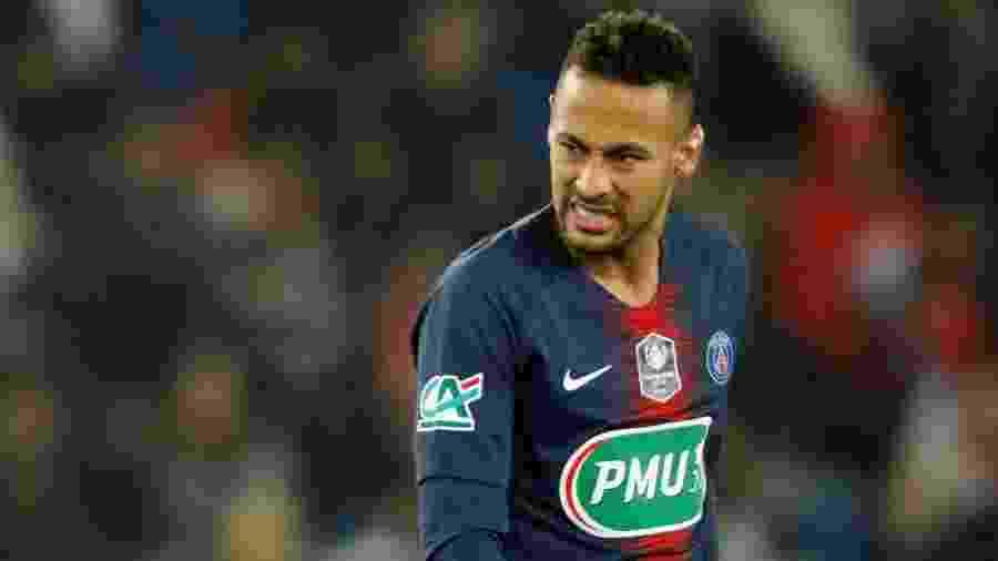 Neymar mostra expressão de dor em partida entre PSG e Strasburgo - Charles Platiau/Reuters