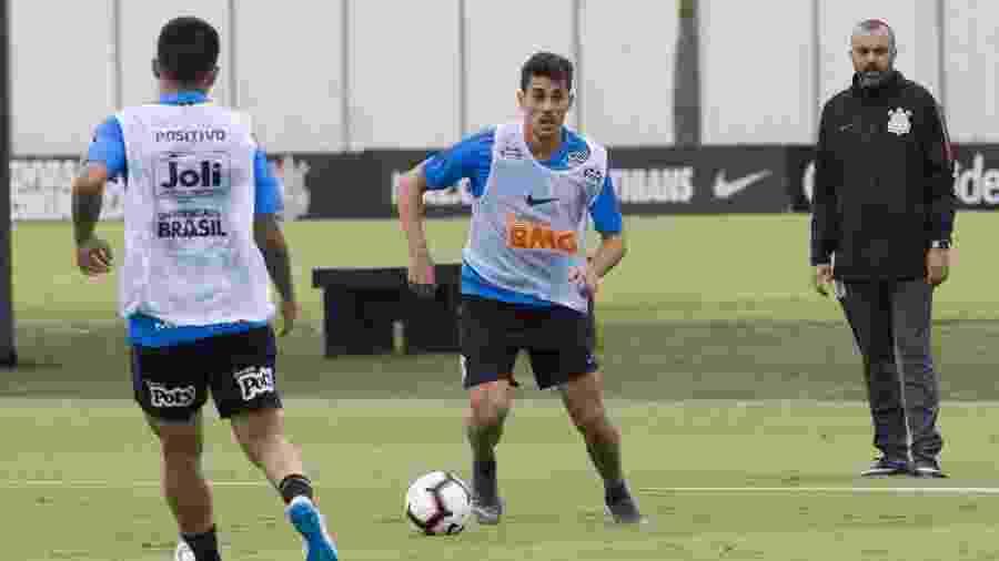 Danilo Avelar em ação durante treino do Corinthians no CT Joaquim Grava - Daniel Augusto Jr/Ag. Corinthians