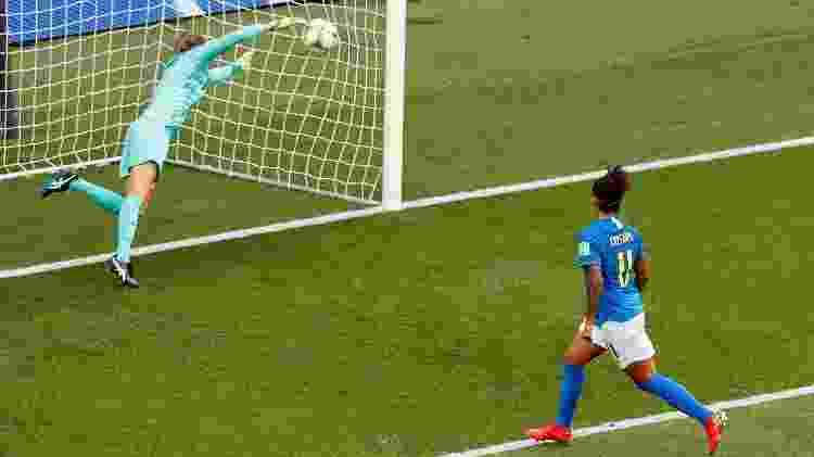 Cristiane marca segundo gol do Brasil - ERIC GAILLARD/REUTERS - ERIC GAILLARD/REUTERS