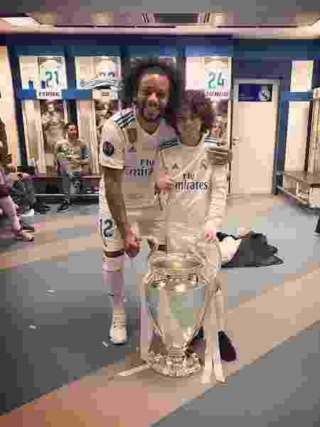 Marcelo e Enzo com a taça da Liga dos Campeões - Reprodução/Intagram