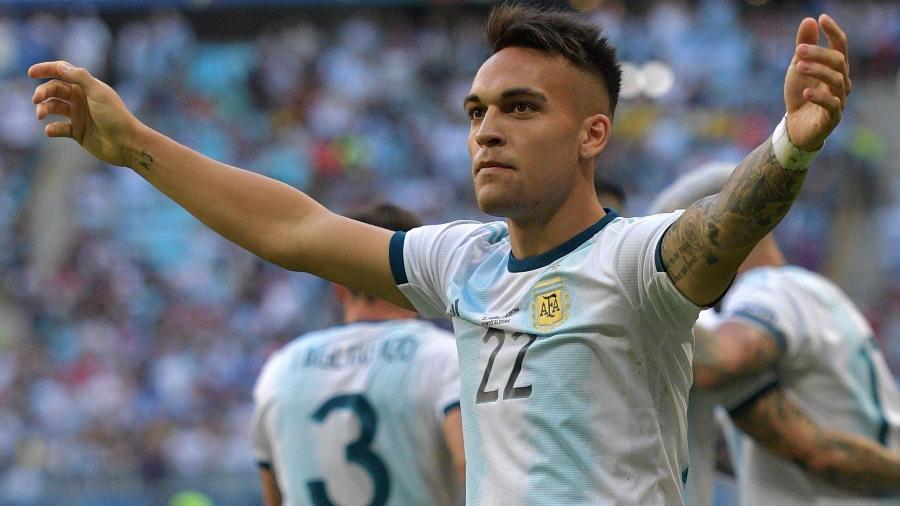 Lautaro Martínez está disposto a mudar de estratégia para conseguir transferência - Carl de Souza/AFP
