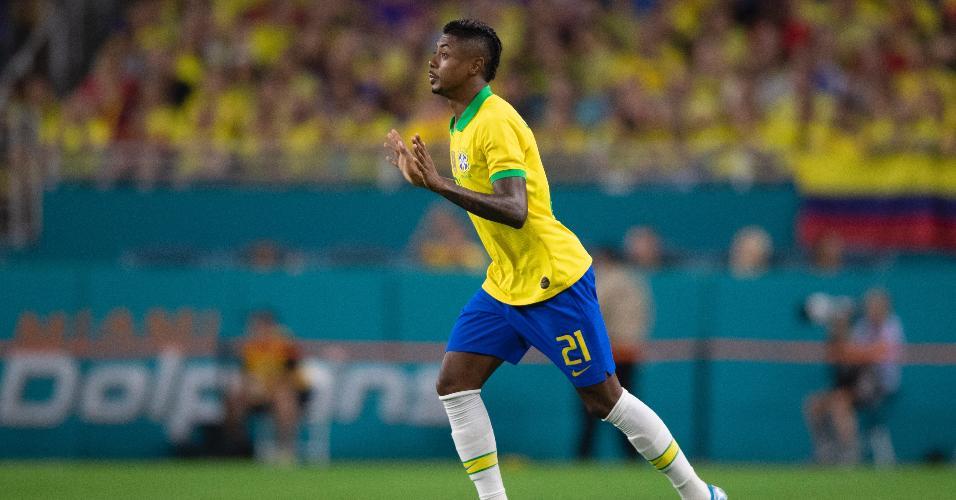 Bruno Henrique entra em campo na partida entre Brasil e Colômbia