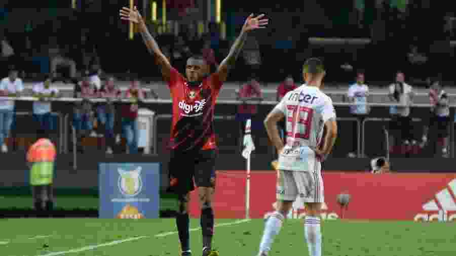 Marcelo Cirino comemora gol do Athletico-PR contra o São Paulo de Antony - Bruno Ulivieri/AGIF