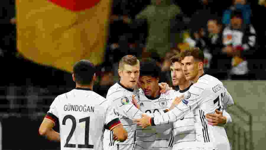 Gnabry (centro) comemora gol da Alemanha contra a Irlanda do Norte - REUTERS/Kai Pfaffenbach