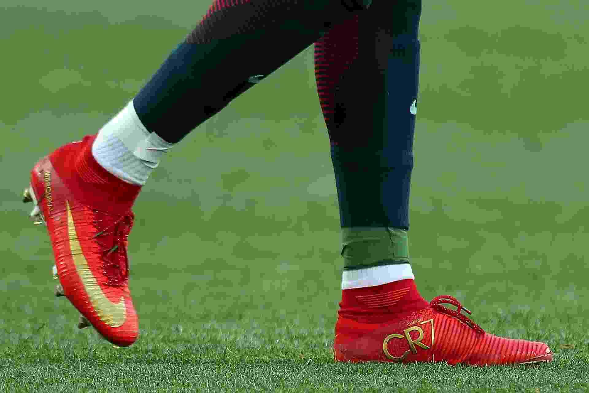Chuteira de Cristiano Ronaldo utilizada na Copa das Confederações de 2017 - Robbie Jay Barratt - AMA/Getty Images