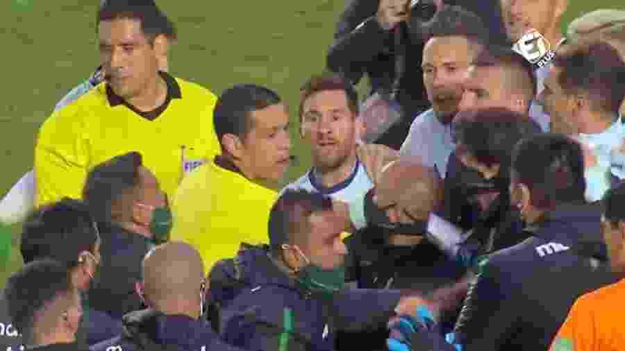 Messi em confusão após Bolívia x Argentina: desentendimento com preparador físico boliviano - Reprodução/Twitter