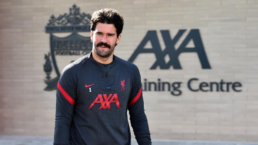 Alisson exibiu bigode em treino do Liverpool - Divulgação/Liverpool