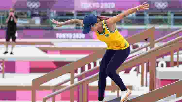 Leticia Bufoni faz manobra no torneio de skate nas Olimpíadas de Tóquio - LUCY NICHOLSON/REUTERS - LUCY NICHOLSON/REUTERS