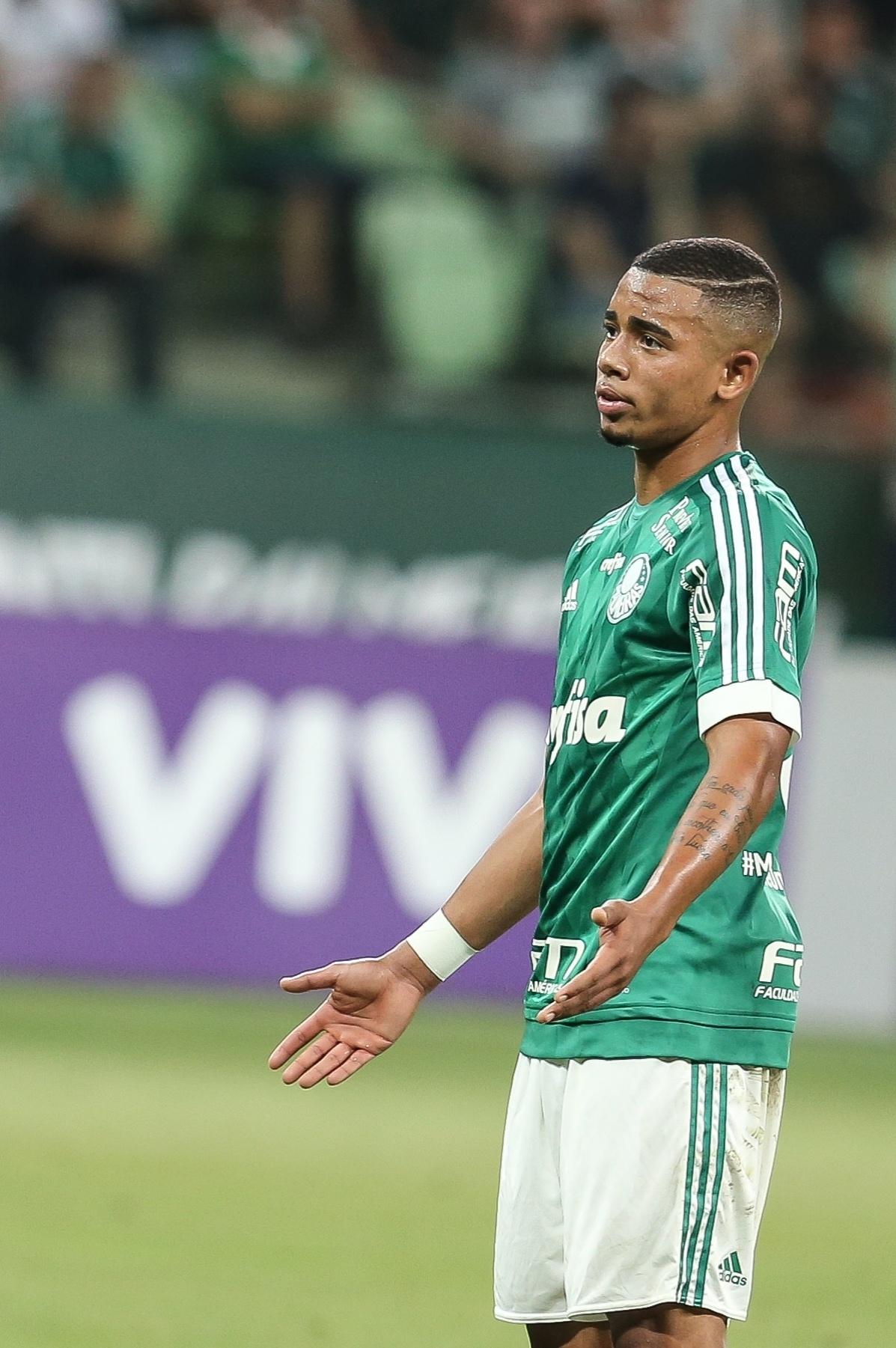 Gabriel Jesus se lamenta após derrota para a Ponte Preta pelo Campeonato Brasileiro
