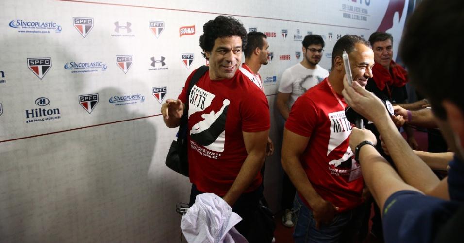 Raí e Cafu, ídolos do São Paulo, atendem a imprensa pouco antes de a bola rolar, na despedida de Rogério Ceni
