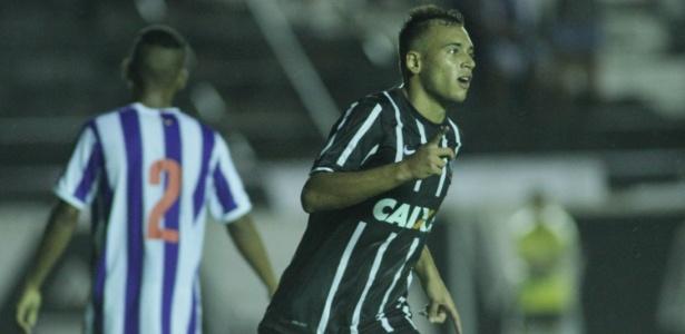 Maycon celebra um dos gols marcados diante do Paysandu no sábado passado