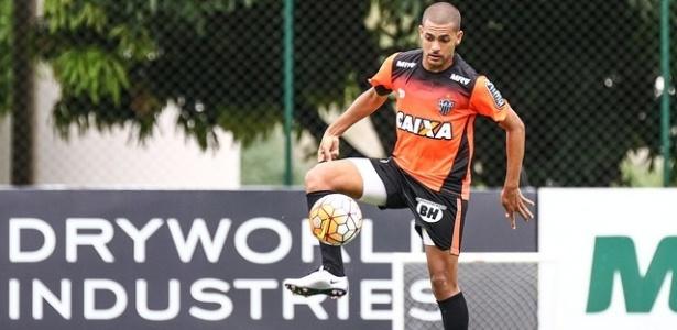 Atacante Clayton treina pelo Atlético-MG na Cidade do Galo
