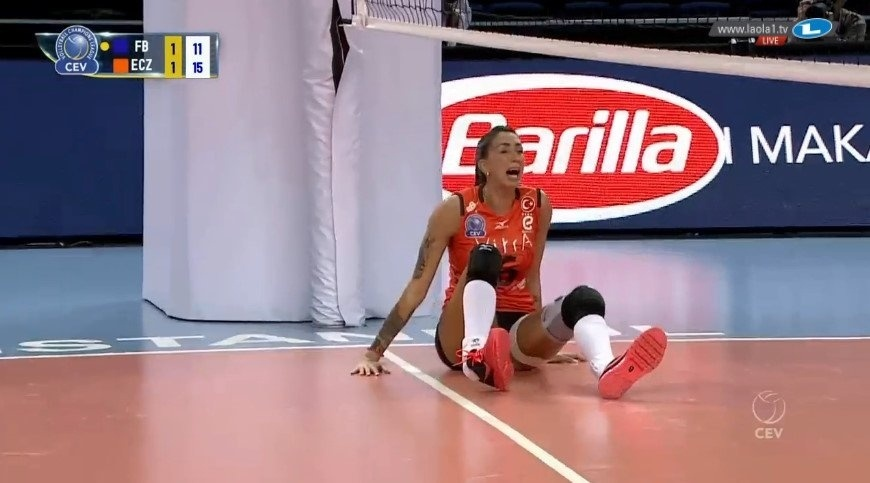 Thaísa sofre lesão jogando pelo Eczasibasi