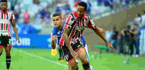 Éder Militão em ação, como lateral direito do São Paulo. Jogador deve ser titular de Dorival - ARACELI SOUZA/SIGMAPRESS/ESTADÃO CONTEÚDO