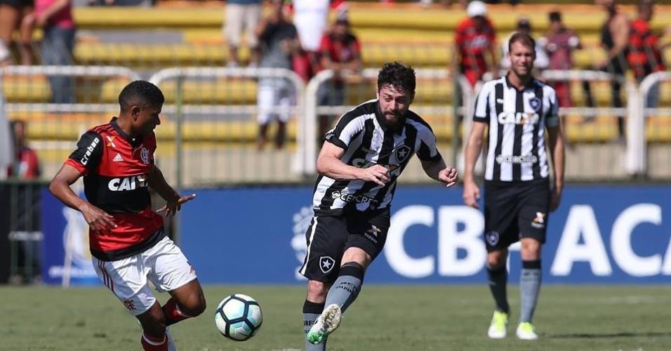 Flamengo e Botafogo fizeram um clássico disputado em Volta Redonda (RJ)