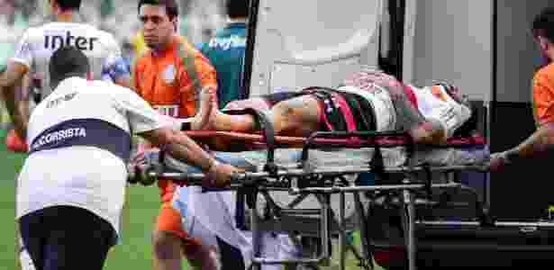 Lucas Pratto foi retirado do estádio de ambulância - RODRIGO GAZZANEL/FUTURA PRESS/FUTURA PRESS/ESTADÃO CONTEÚDO