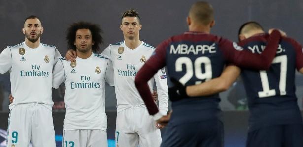 Benzema, Marcelo e Cristiano Ronaldo posicionados para homenagear o zagueiro morto no domingo