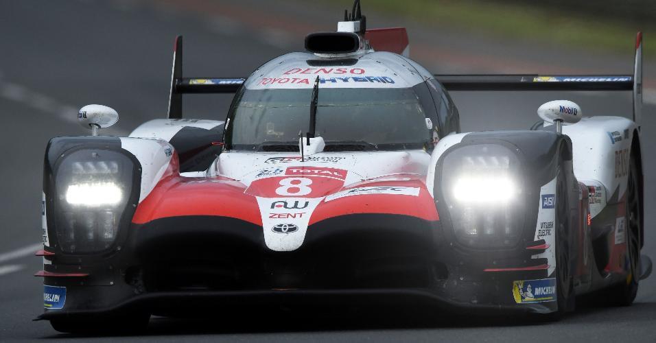 O espanhol Fernando Alonso nos treinos coletivos para 24 Horas de Le Mans