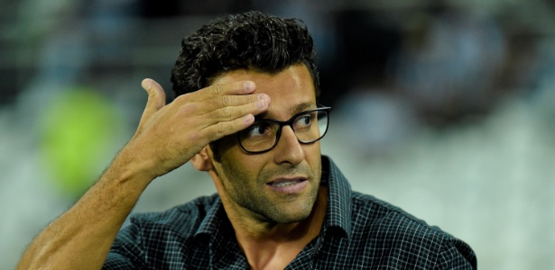 Alberto Valentim não conta com aprovação unânime e balança no cargo no Botafogo - Thiago Ribeiro/AGIF