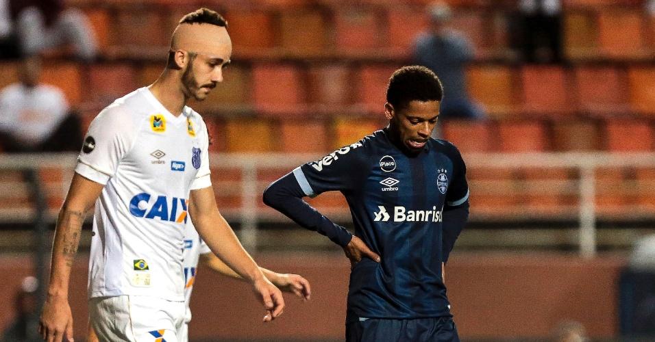 André, atacante do Grêmio, durante jogo contra o Santos