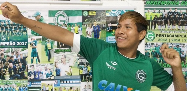 Alex Teruá Karajá promete comemorar todos os seus gols com gesto de arco e flecha - Divulgação/Goiás EC