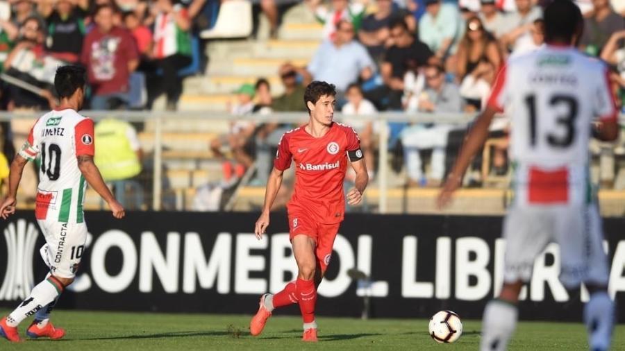 Rodrigo Dourado, durante partida entre Internacional e Palestino, jogador voltou a treinar - Ricardo Duarte/Internacional