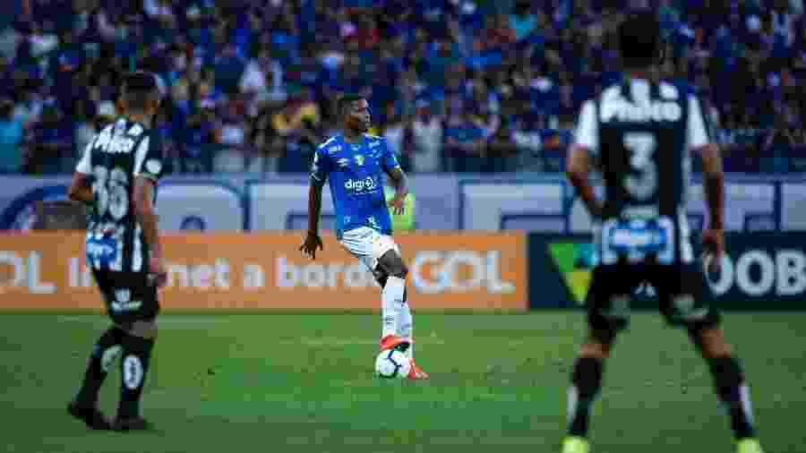 Cacá será o substituto de Dedé na zaga e formará dupla com Fabrício Bruno - Bruno Haddad/Cruzeiro