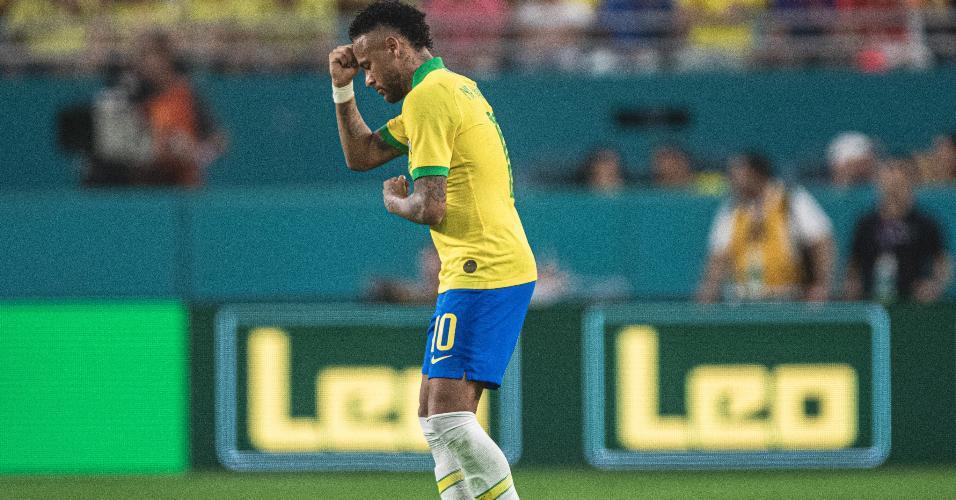 Neymar comemora gol do Brasil contra a Colômbia