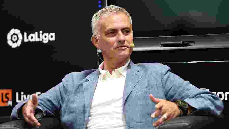 José Mourinho é apontado como alvo do Tottenham após a saída de Pochettino - PIERRE-PHILIPPE MARCOU / AFP