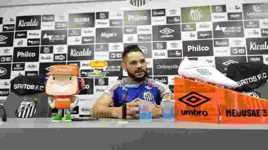 Pará concede entrevista coletiva no CT do Santos - UOL