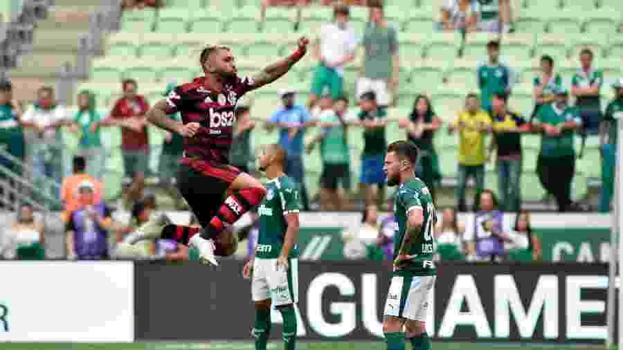 Gabigol comemora gol no jogo entre Palmeiras x Flamengo, no Allianz Parque - Bruno Ulivieri/AGIF