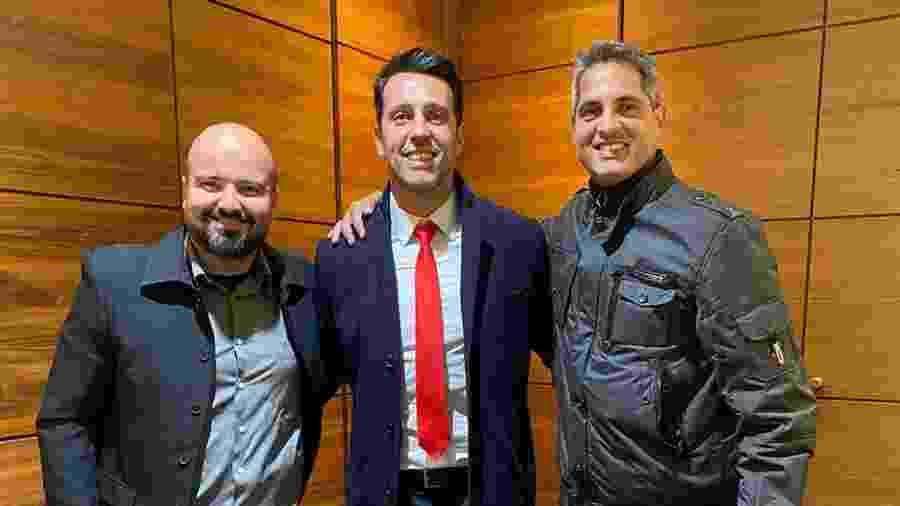 Rodrigo Santana (à direita), ao lado de Edu Gaspar (centro), diretor do Arsenal - Arquivo Pessoal