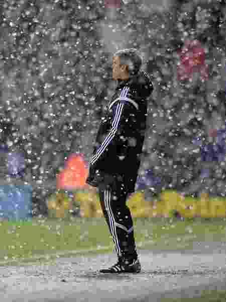 Alan Irvine, técnico do West Bromwich, em jogo da Premier League com nevasca no Boxing Day - AMA/Corbis via Getty Images - AMA/Corbis via Getty Images