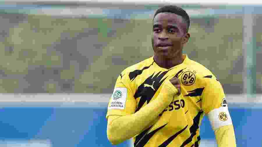 Youssoufa Moukoko completa 16 anos em 20 de novembro e poderá estrear pelo Dortmund - Getty Images