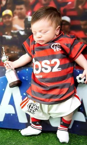 Bernardo, filho de Rodrigo Caio, do Flamengo, completa um mês