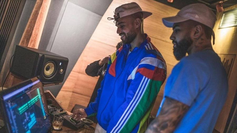 Papatinho e o atacante Gabigol em estúdio de gravação - Reprodução/Instagram