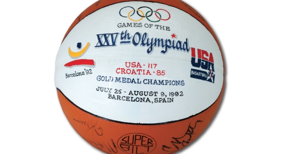 Bola autografada pelo Dream Team do basquete de 1992, que pertencia ao técnico Chuck Daly, leiloada nos EUA em 2015