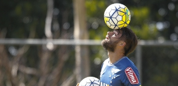 Atacante Rafael Sóbis faz primeiro treino com o grupo do Cruzeiro na Toca da Raposa