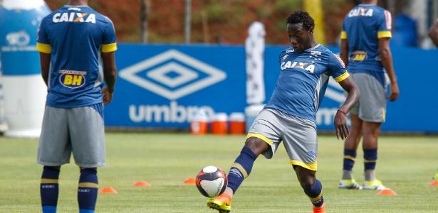 Caicedo vai ser titular do Cruzeiro pela primeira vez, contra o Tricordiano