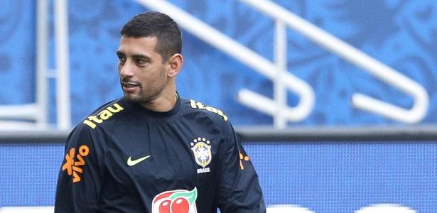 Diego Souza chegou a treinar de titular, mas será reserva contra o Paraguai