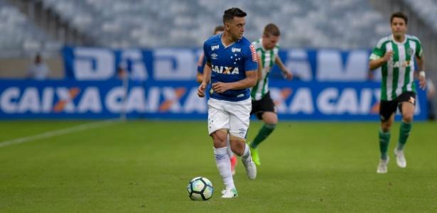 Robinho, meio-campista do Cruzeiro, sofreu nova contusão muscular em 2017