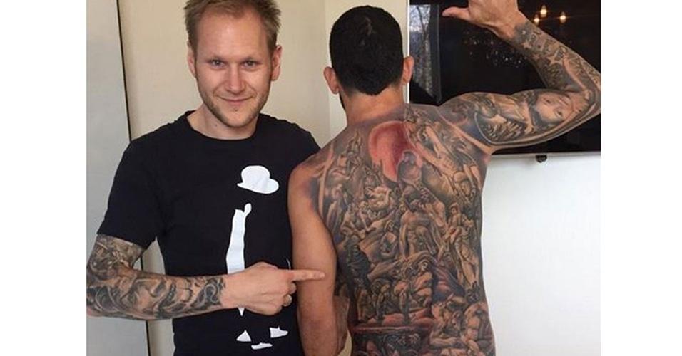 12. CARLOS TEVEZ - O argentino cobriu as costas com um desenho inspirado no afresco da ressurreição dos mortos na Capela Sistina