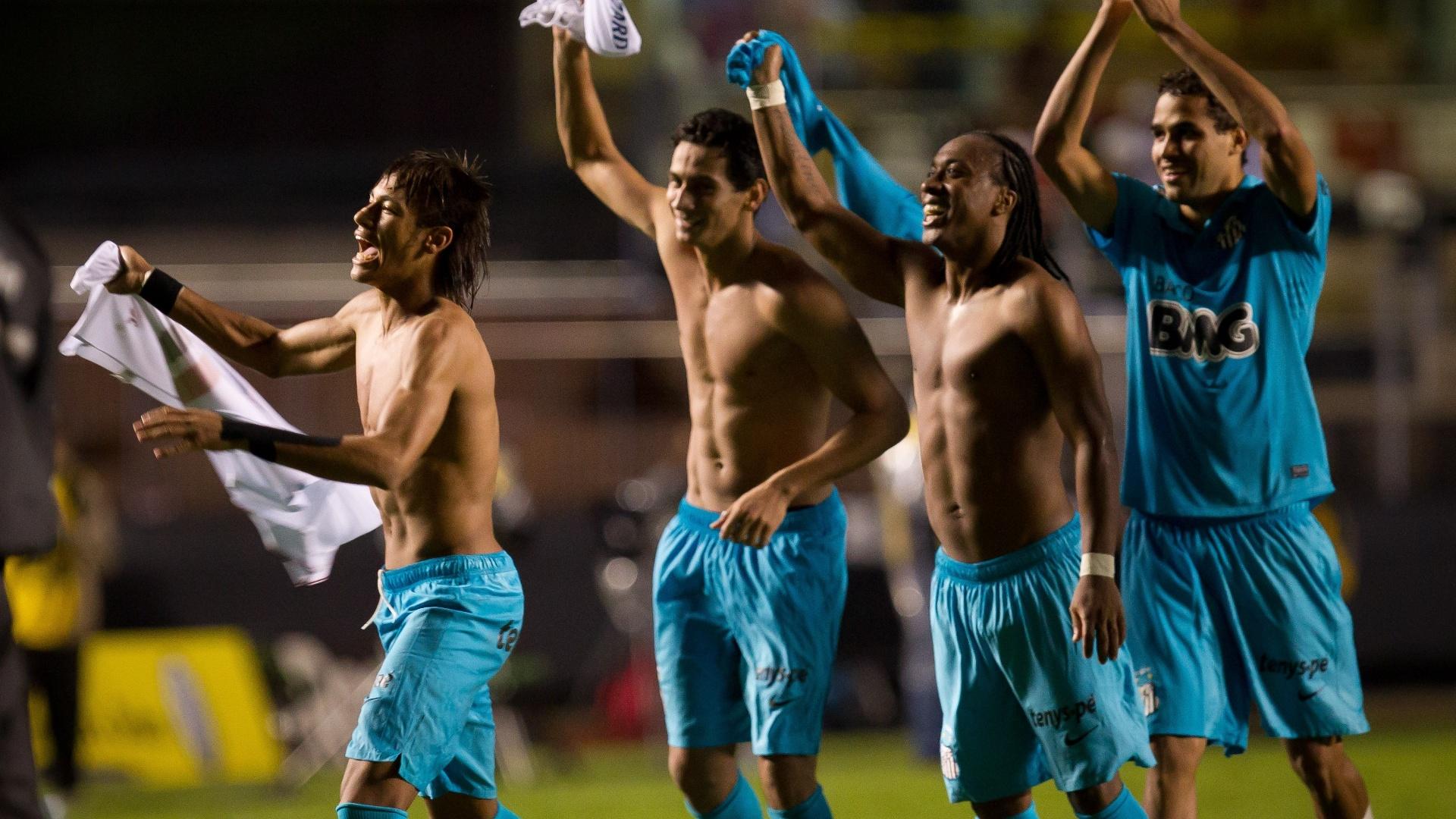Neymar, Ganso, Arouca e Alan Kardec comemoram vitória do Santos sobre o São Paulo na semifinal do Campeonato Paulista de 2012