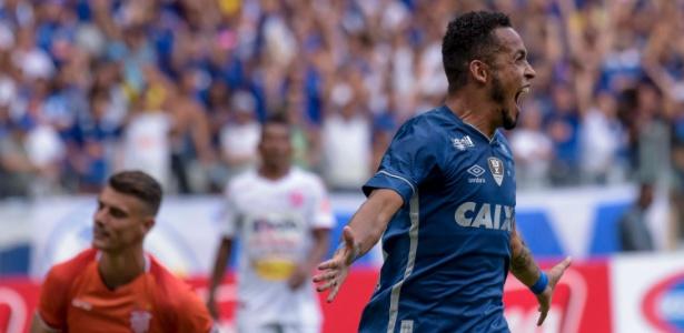 Rafinha comemora gol do Cruzeiro contra o Villa Nova pelo Campeonato Mineiro - Washington Alves/Light Press/Cruzeiro