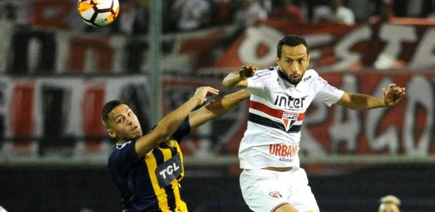 Tricolor joga bem mesmo após ficar com um a menos e segura Rosario na Argentina