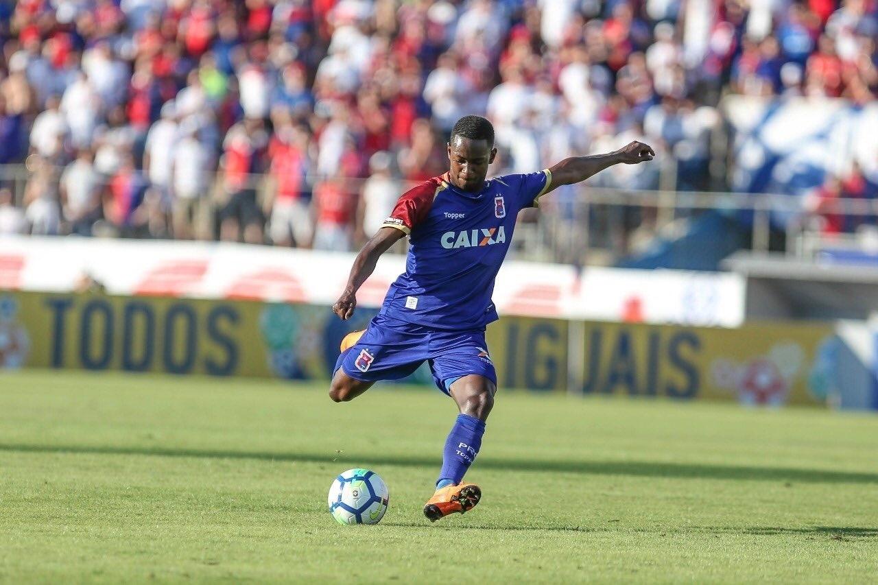 Revelação na mira do Arsenal teve de ser adotado para jogar no Paraná Clube  - 04 05 2018 - UOL Esporte ad750e3459d95