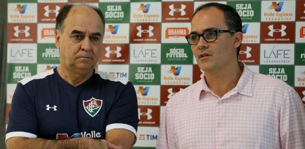 Marcelo Oliveira ao lado de Pedro Abad; técnico tem de administrar grupo insatisfeito - Lucas Merçon/Fluminense